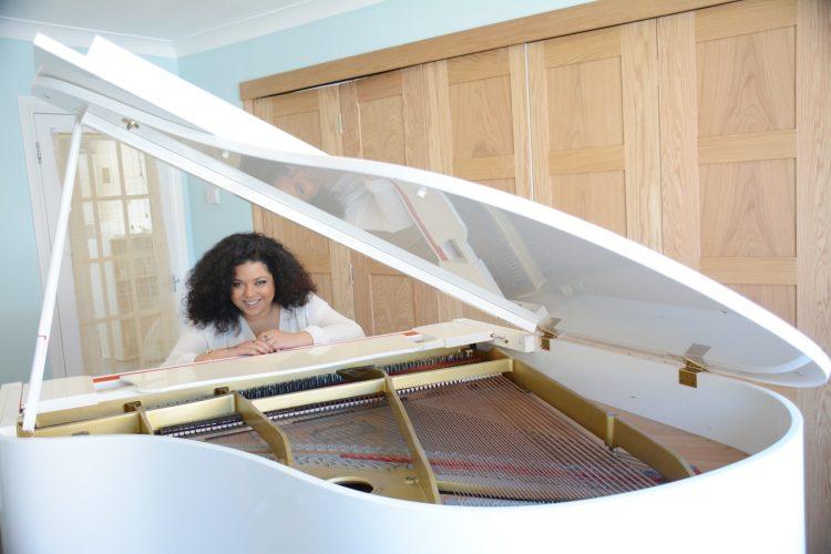 Fc Frankie Lewis Pianist Singer1