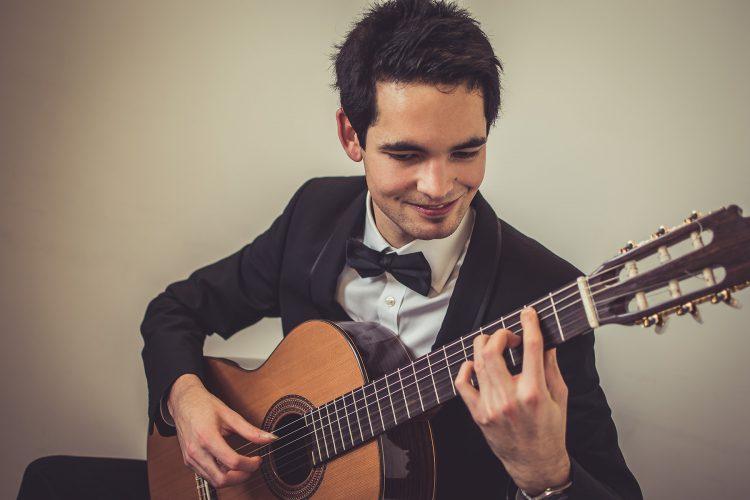 Luis Guitarist Yorkshire3