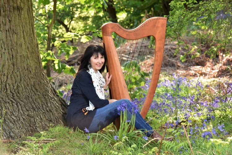 Oona L Harpist2