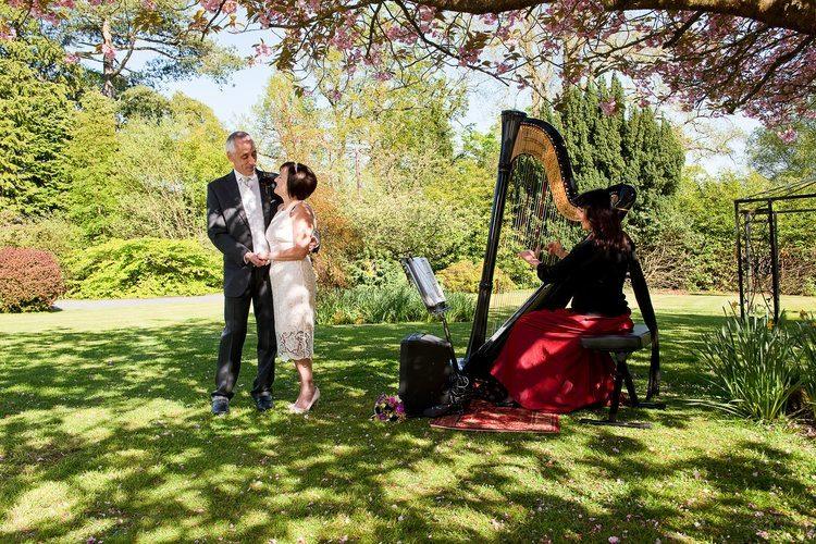 Oona L Harpist3