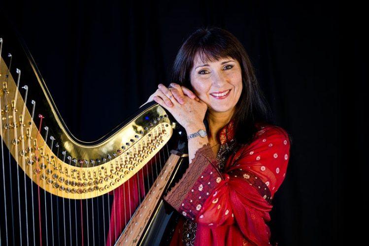 Oona L Harpist4
