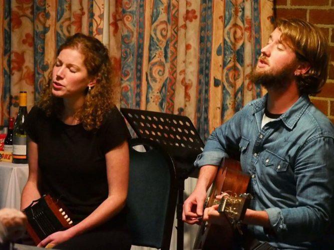 Wildwood Folk Duo Band2
