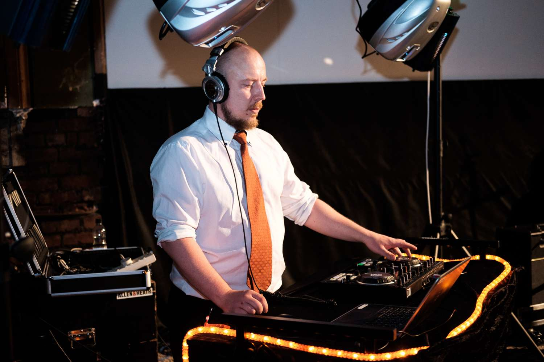 DJ Neil Tee | Sheffield DJ For Hire