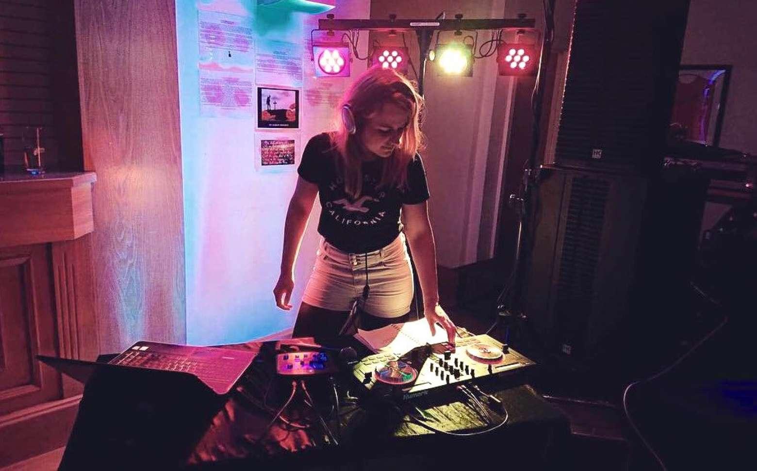 DJ Serena G | Suffolk DJ For Hire