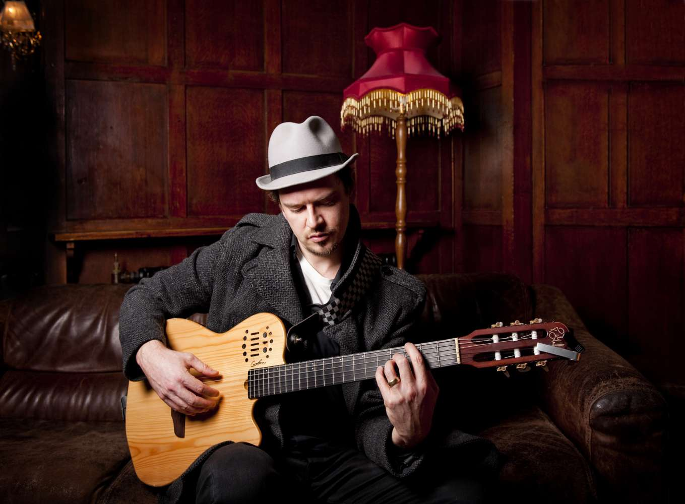 Hugh P | London Acoustic Guitar Singer For Hire