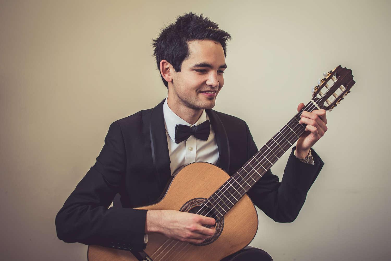 Luis Guitarist Yorkshire Main