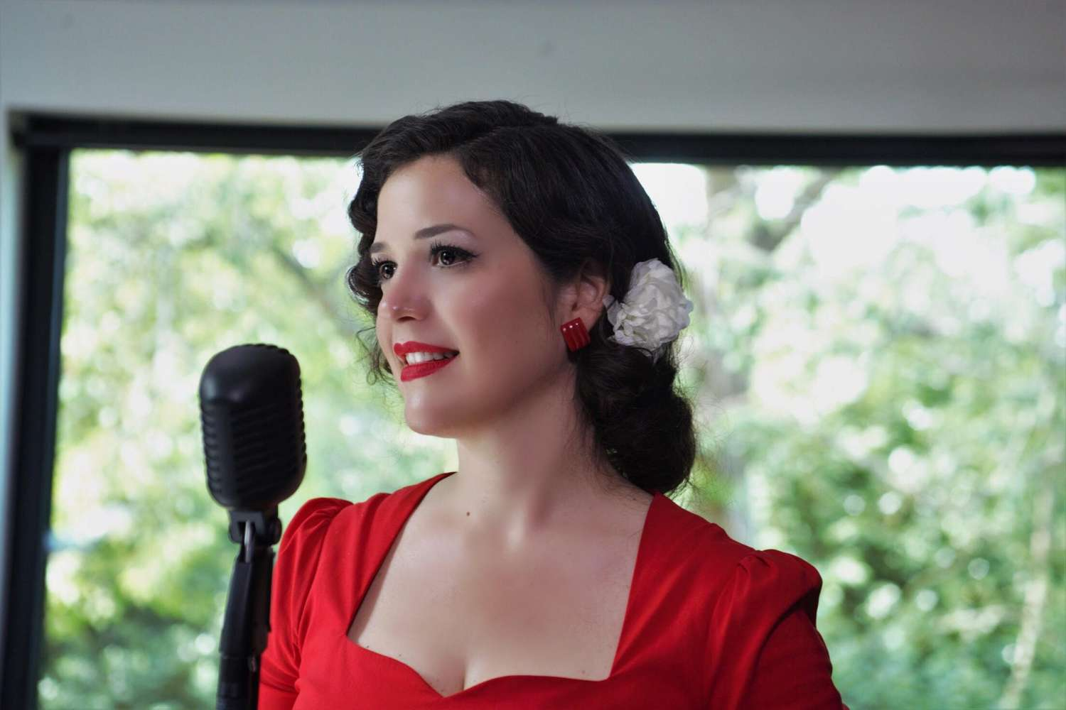 Miss Moon | London Jazz Singer For Hire