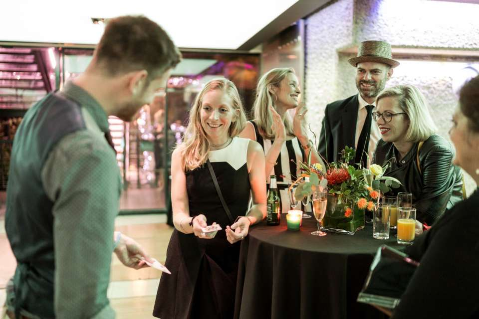 Contemporary Magic | Wedding Table Magician
