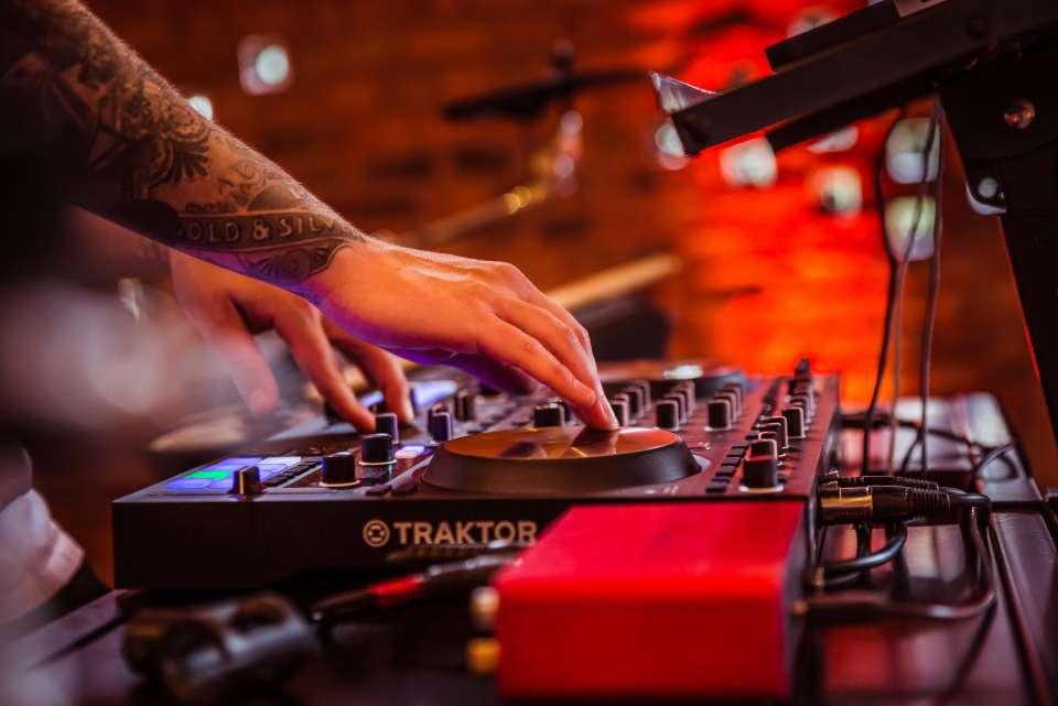 Dualtone Liverpool DJ For Hire 1