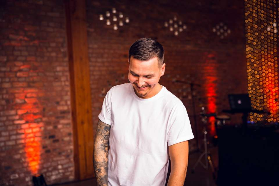 Dualtone Liverpool DJ For Hire MAIN