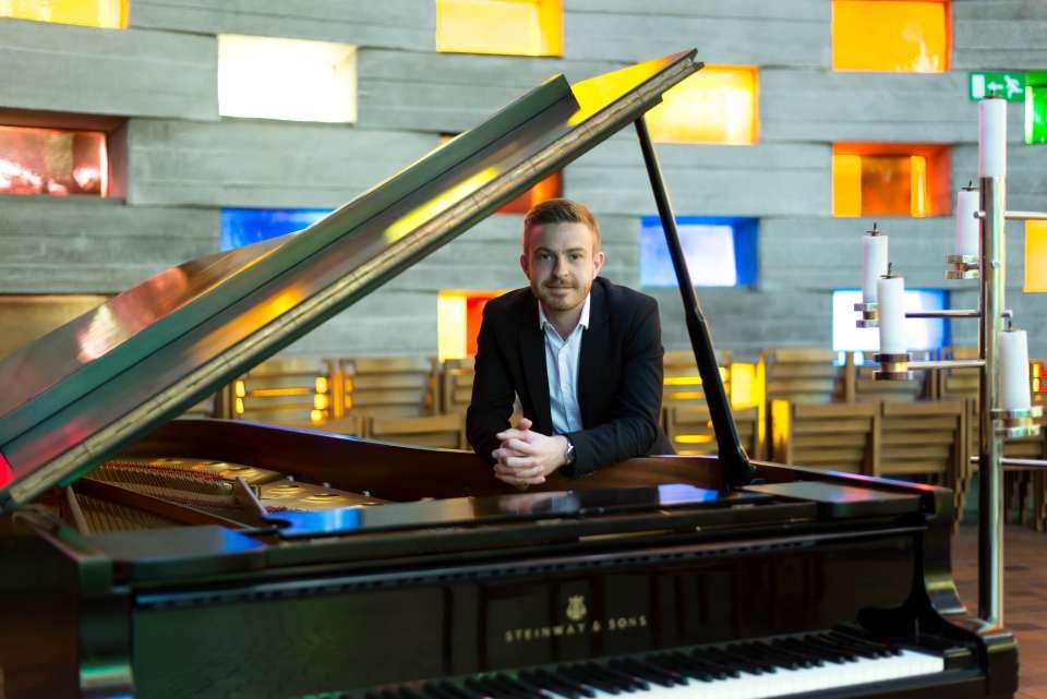 Paul James | Brighton Pianist For Hire