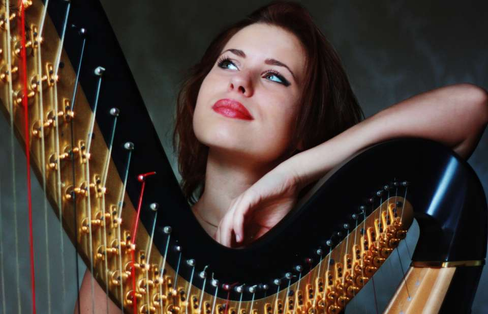 Alexandra Harpist Main