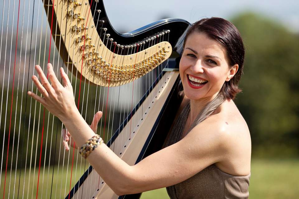 Aura Star | London Harpist For Hire