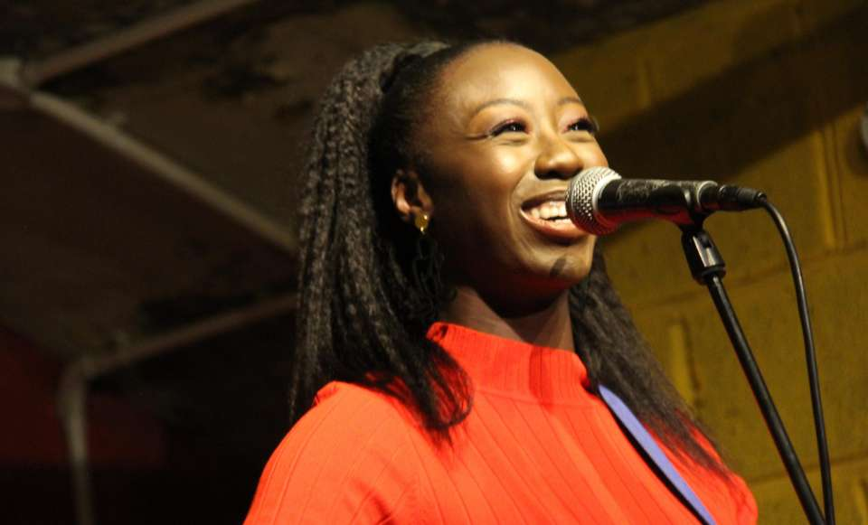 Chevonne Louise | London Singer Guitarist For Hire