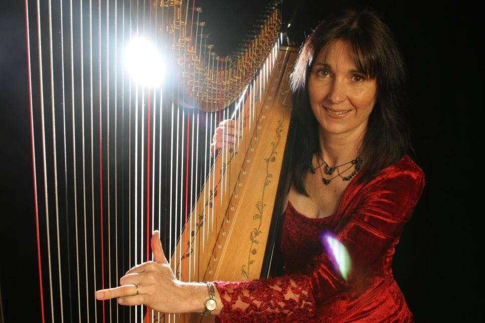 Oona L Harpist Main