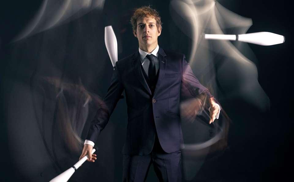 The comedy juggler promo shot