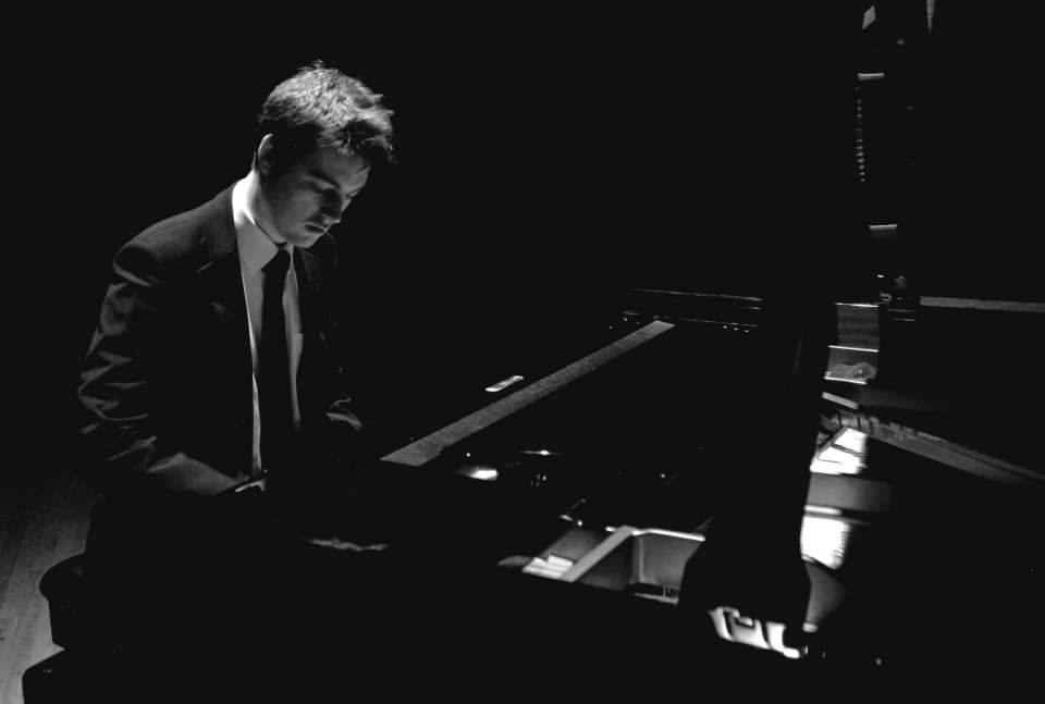 Toby B | Birmingham Pianist For Hire