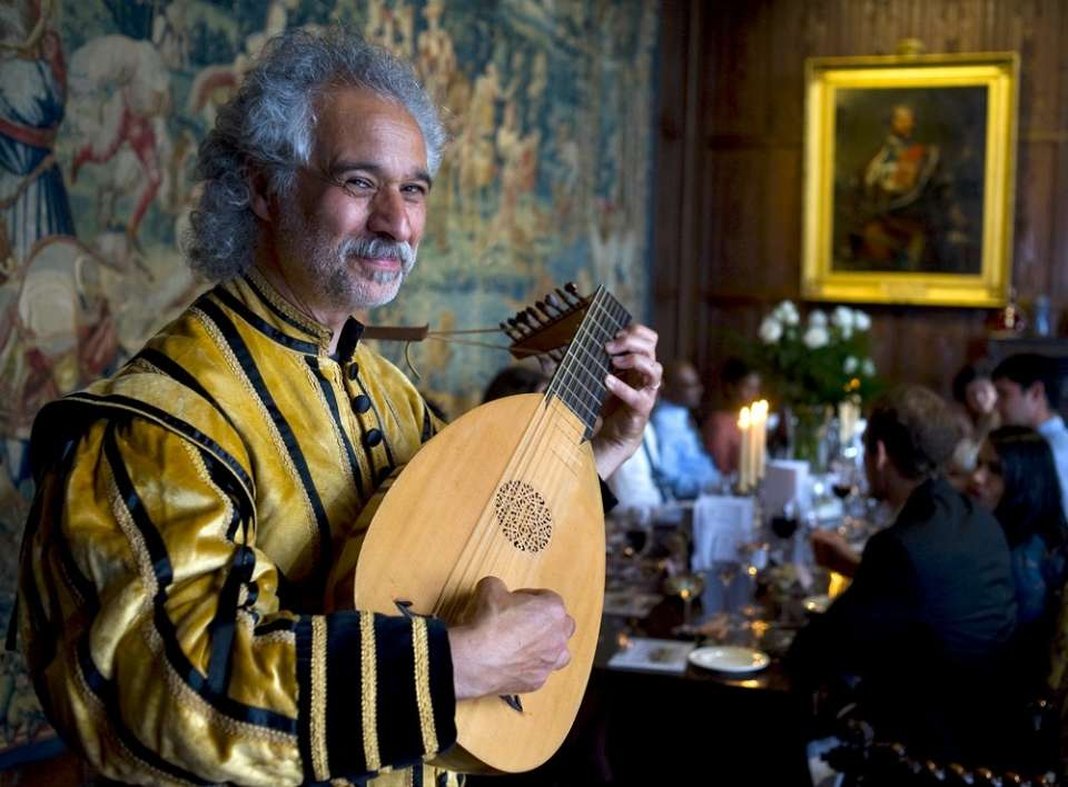 Tudor Minstrel | Lincoln Lute Player For Hire