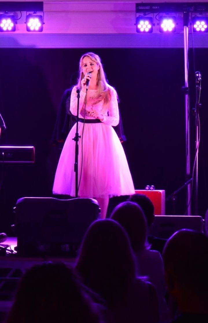 Louise Whiting Singer5