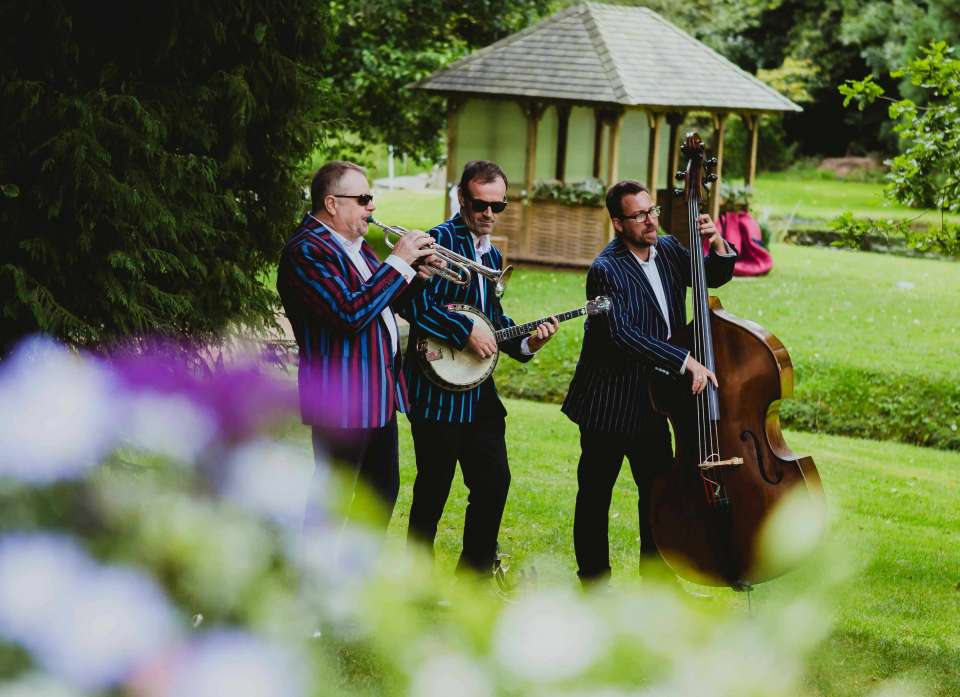 7 Live Music Ideas for a Late Summer Garden Party